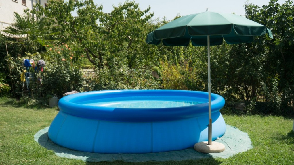 Cade nella piscina gonfiabile e annega: addio ad Antonio Cavalieri