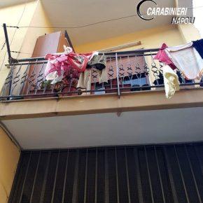 Napoli, lenzuola per calarsi dal balcone: 11enne salvata dai fili per stendere panni