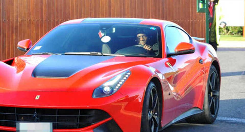Ferrari sfreccia a 200 km all'ora: a bordo c'è Mario Balotelli