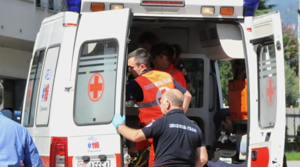 Napoli, si accascia e muore: ambulanza arrivata tardi