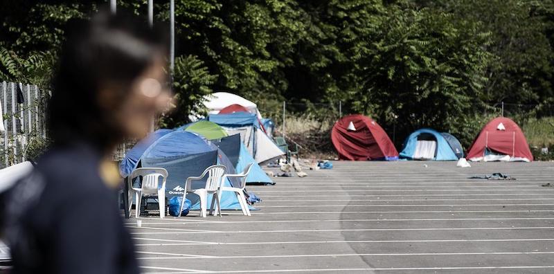 Sgombero Piazza Indipendenza, Raggi critica Governo