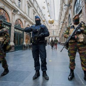 Bruxelles, soldati accoltellati da somalo che urla 'Allah Akbar'