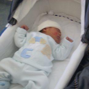 Vicenza, neonata rischia morte per passeggiata al caldo