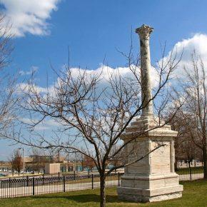 Chicago, petizione per la rimozione del simbolo fascista