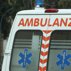 Lecce, incidente mortale: auto contro rotatoria