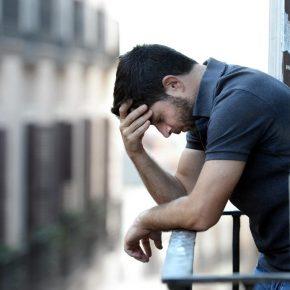 Dormire troppo fa male come dormire poco: rischio incubi e cefalee
