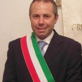 Giovinazzo, sindaco aumenta la sua indennità per aiutare gli indigenti
