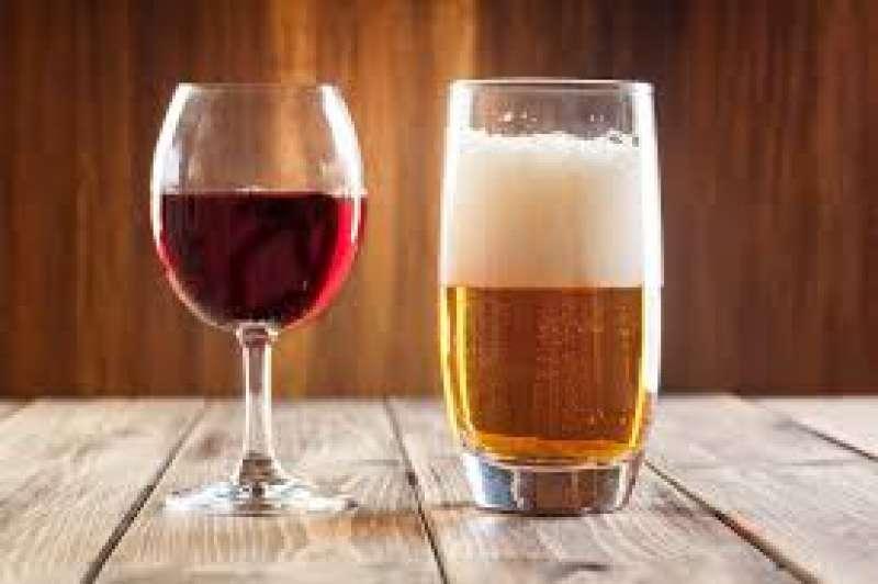 Bere vino e birra con moderazione fa bene alla salute