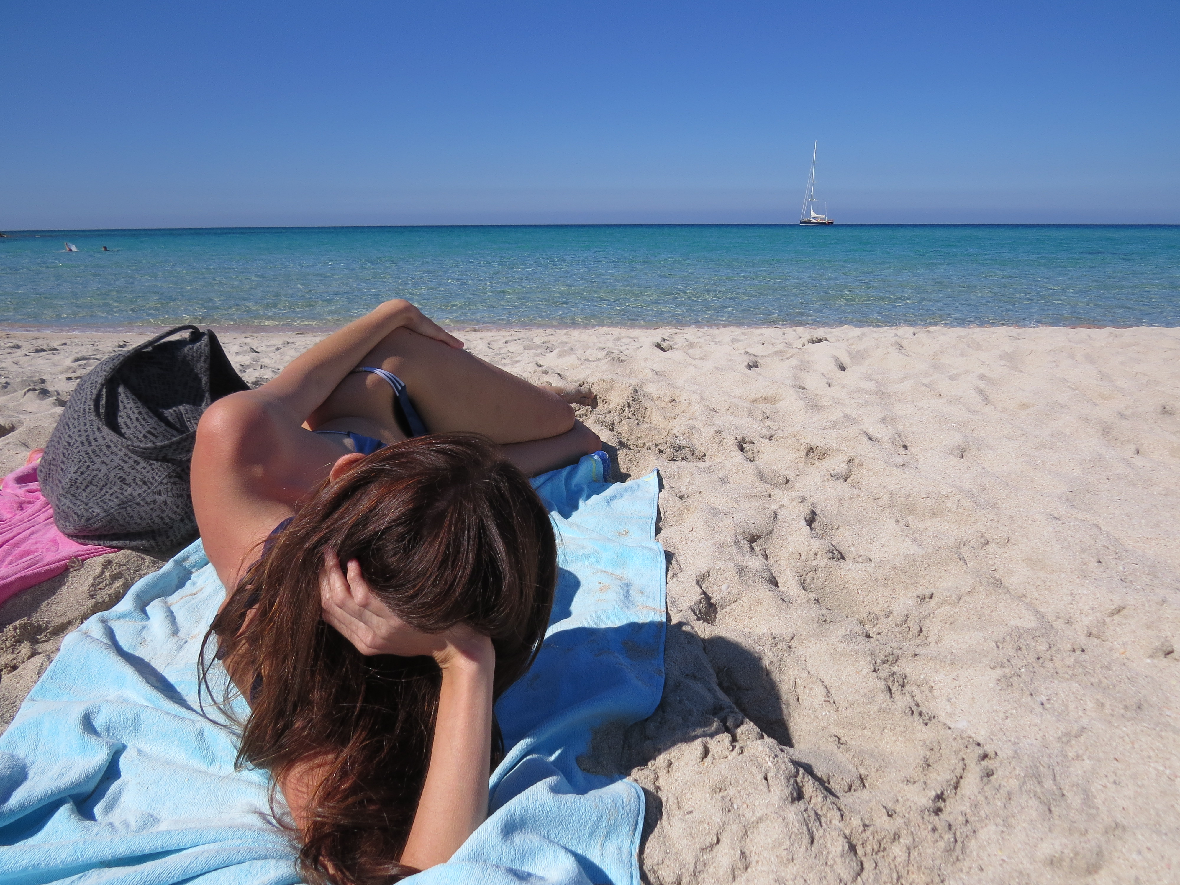 Corsica, titolare stabilimento spara a nudista