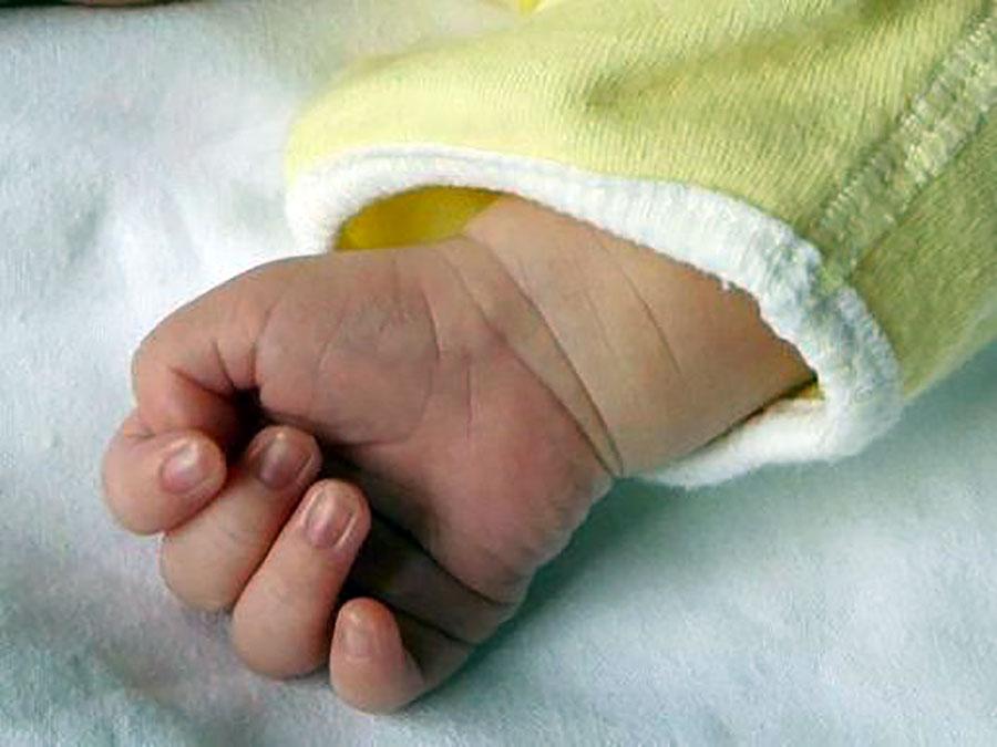 Infermiera dà morfina a neonato 'rognoso': arrestata