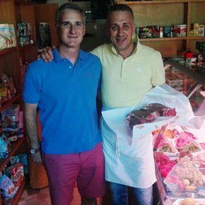 Arezzo, negoziante regala pane a un uomo e viene ricompensato