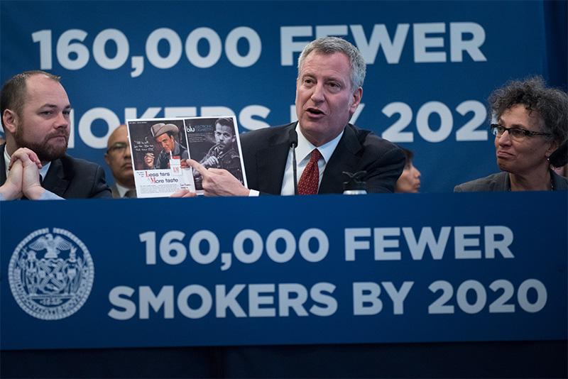 Pacchetti di sigarette costosi a New York: 13 dollari l'uno