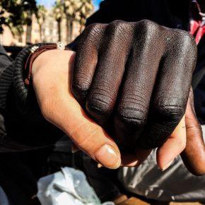 Razzismo a Torino, ragazza non assunto perché fidanzato è 'nero'
