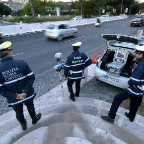 Roma, vigile aggredito da motociclista: braccio rotto