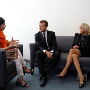 Brigitte Macron accavalla le gambe all'incontro con Malala, scena degna di 'Basic Instinct'