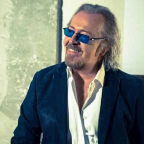 Umberto Tozzi operato per appendicite: salta concerto evento all'Arena di Verona