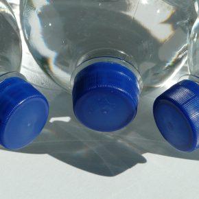 Acqua minerale contaminata dal batterio killer, ritiri in Italia