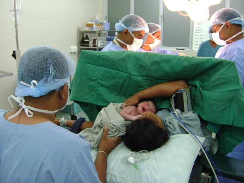 Violenza ostetrica temuta dalle donne italiane, paura e umiliazione in sala parto
