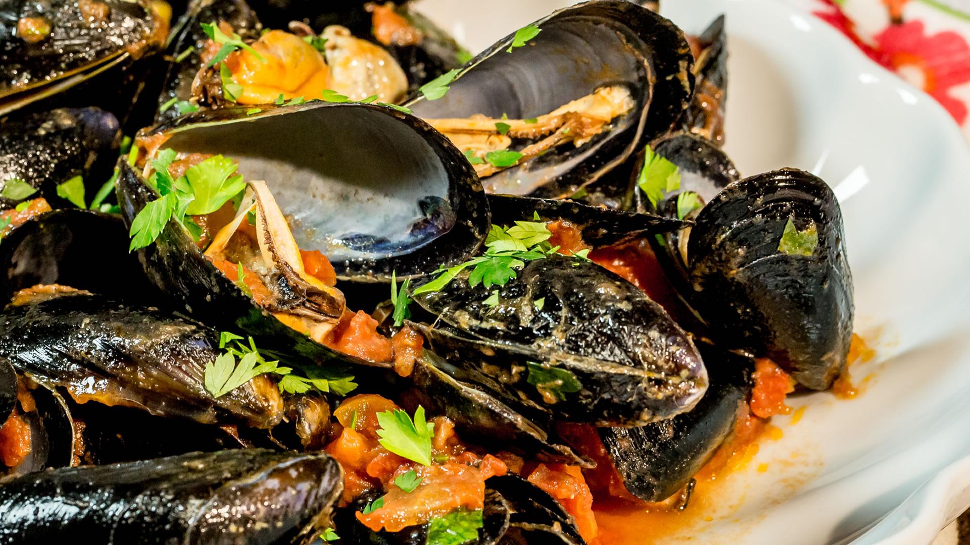 Salmonella nelle cozze, frutti di mare ritirati in Italia