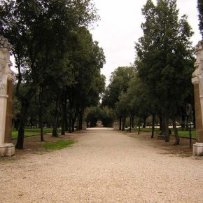 Tedesca stuprata a Villa Borghese e legata a un palo