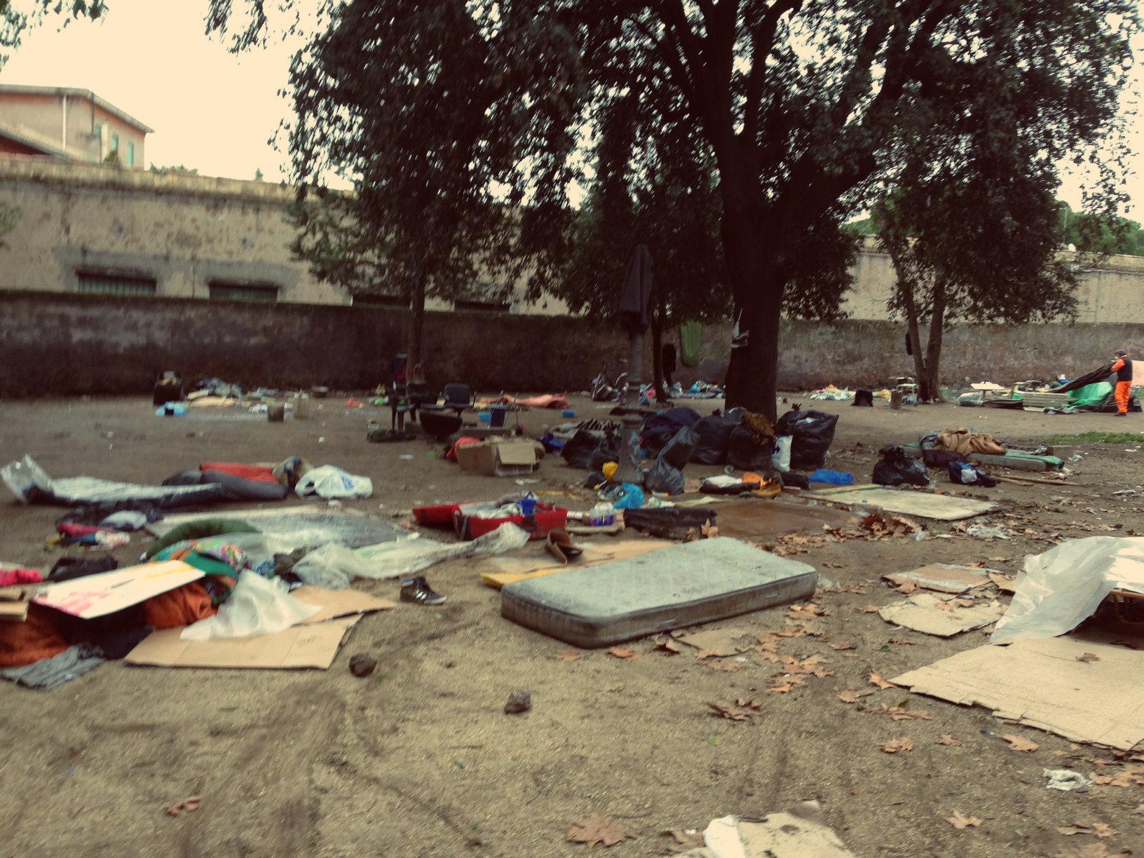 Roma, paura a Colle Oppio per una turista: ivoriano cerca di stuprarla