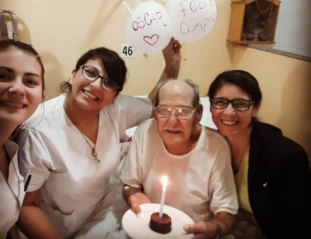 Oscar, anziano che va in ospedale nel giorno del suo compleanno: si sentiva solo