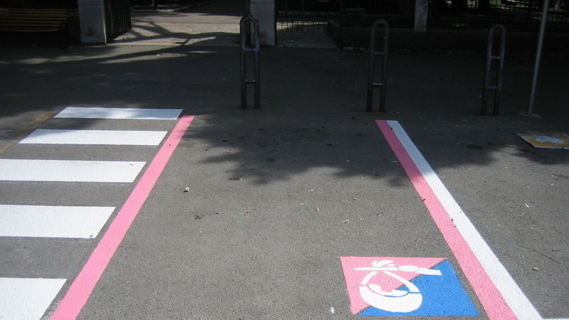 Parcheggi rosa solo per donne italiane e sposate con uomini a Pontida