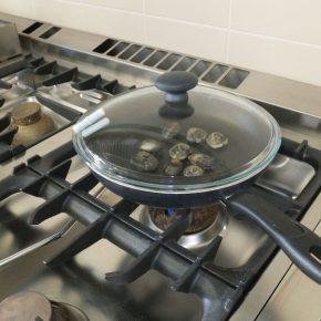 Cozze e vongole cucinate male: boom casi epatite A a Napoli