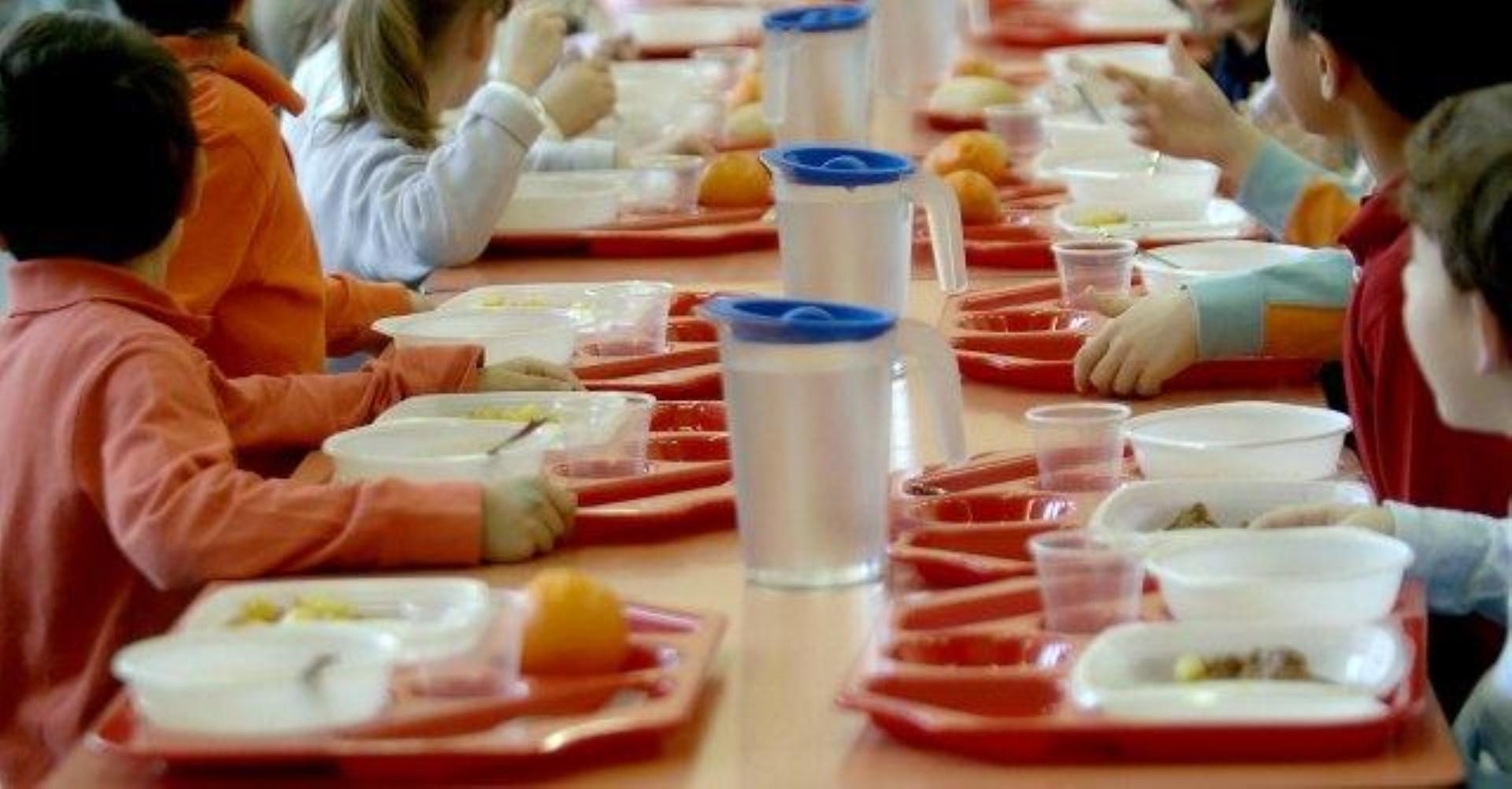 Vermi nella pasta somministrata nella mensa scolastica di Carpiano