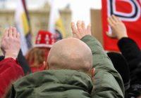 Fascisti in parrocchia: saluto romano durante la messa