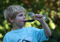 Alcol, primo bicchiere in tenera età