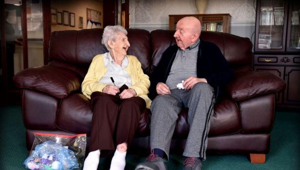 UK, Ada assiste figlio in casa di riposo: ha 98 anni