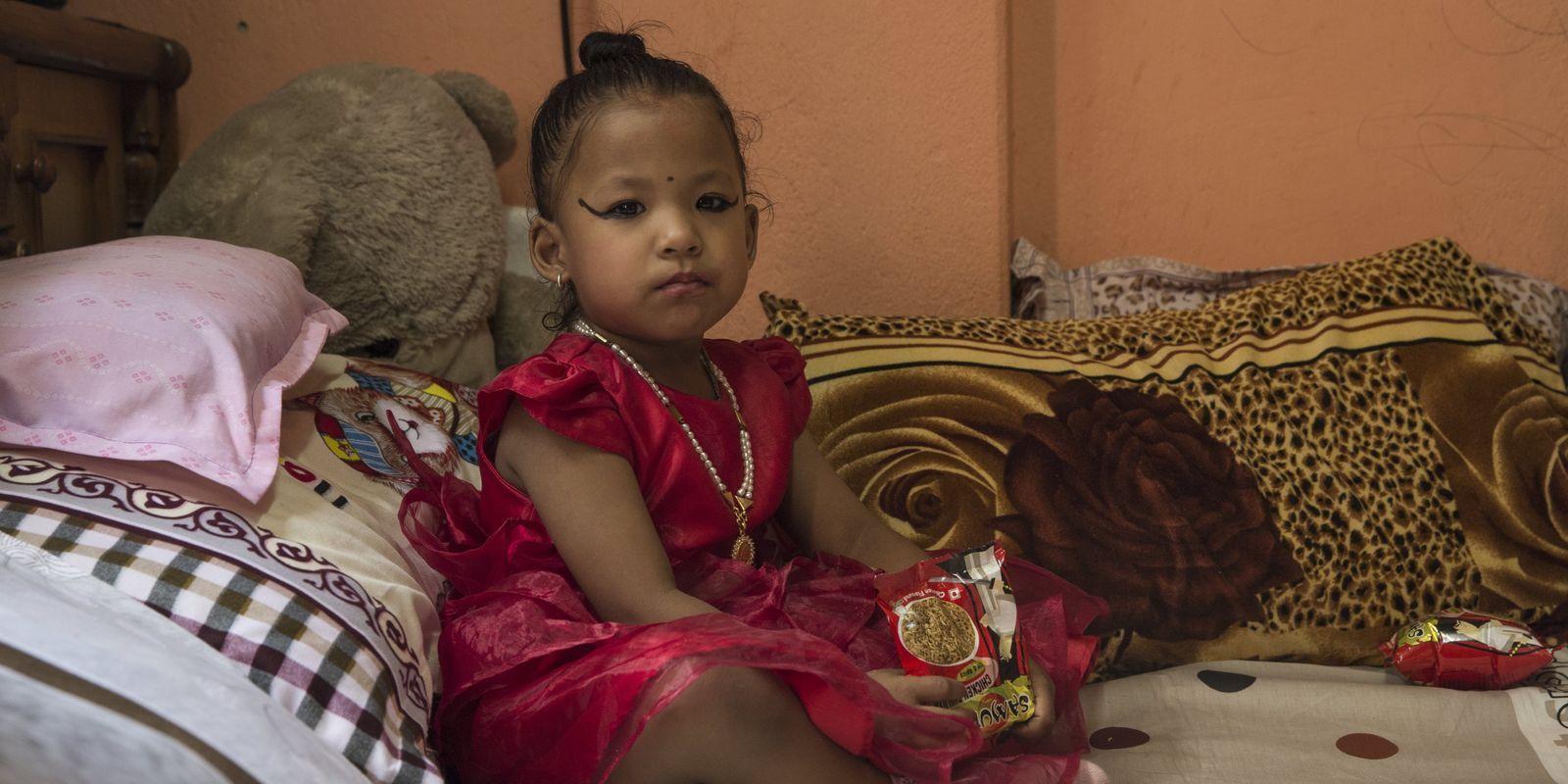 Nepal elegge nuova dea vivente: Trishna ha 3 anni
