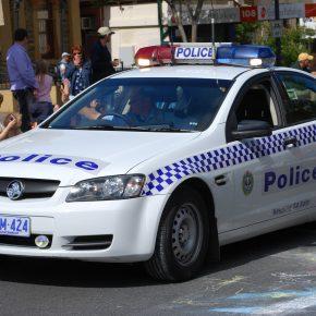 Australia, video aggressione studentessa da parte di un poliziotto