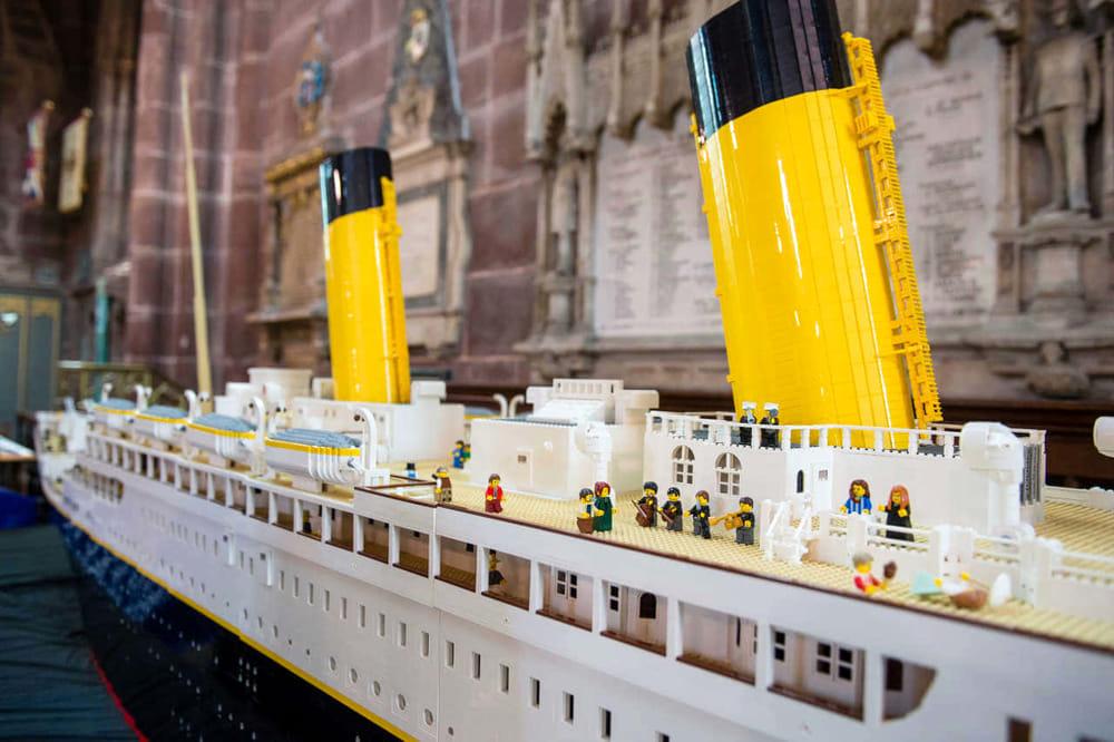 Titanic Lego devastato da due bimbi alla Brikmania
