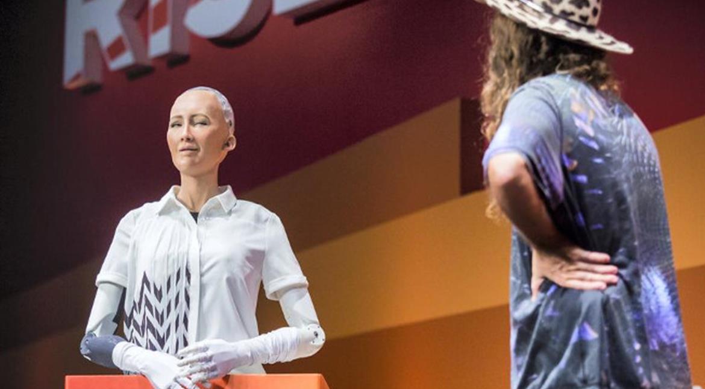 Robot Sophia riceve cittadinanza: primo automa al mondo