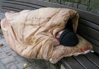 Torino, clochard bruciato mentre dormiva: ustioni gravi