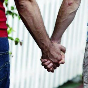 Napoli, gay cacciato di casa ottiene mantenimento dai genitori