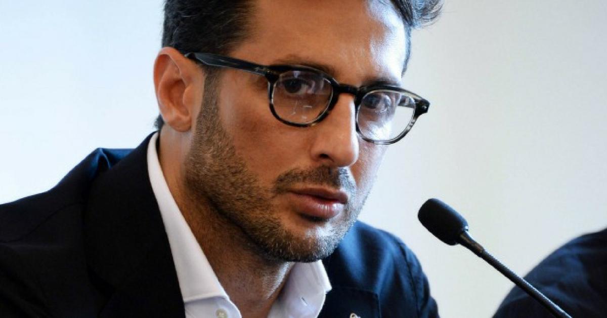 Fabrizio Corona: show in aula, Formigoni criticato