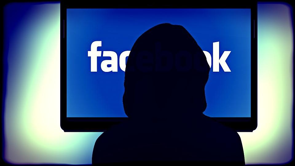 Facebook batte ogni social in Italia: boom di utenti unici