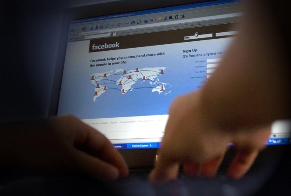 Fidanzatina virtuale gli chiede di violentare il fratellino: la asseconda