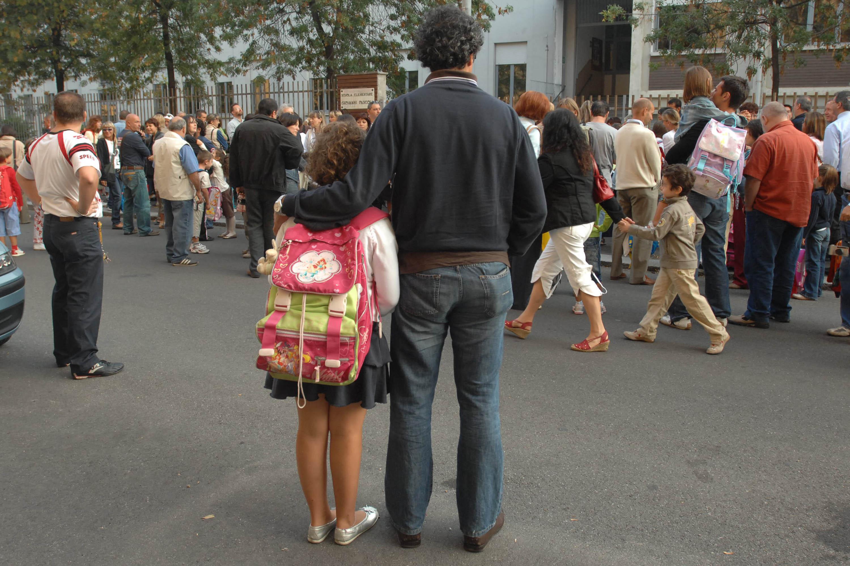 Scuola media, studenti non possono tornare a casa da soli
