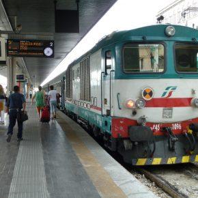 Nordafricani ubriachi sul treno: offese e sputi ai passeggeri