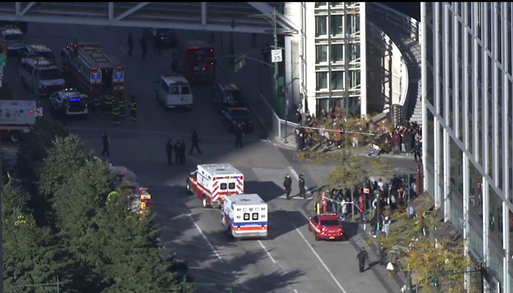 Terrorismo a New York, camion travolge persone su pista ciclabile