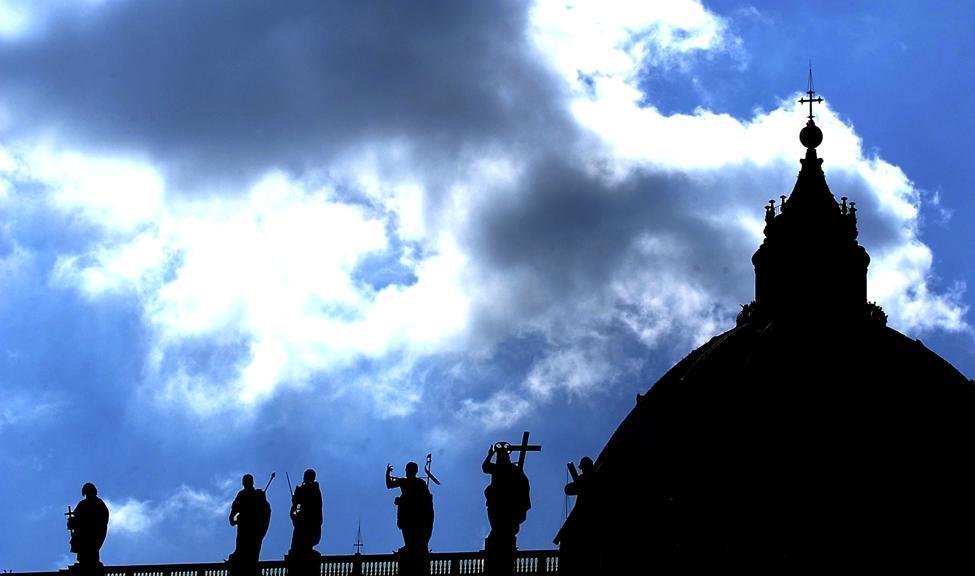 Nuzzi racconta gli abusi a San Pietro in 'Peccato originale'