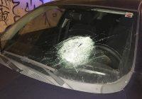 Sasso sul parabrezza dell'auto, la morte di una 62enne