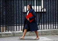 UK, ministra Patel in bilico