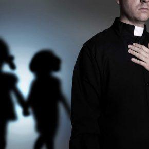 Lecce, prete avrebbe violentato 14enne