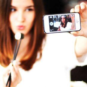 Faccia da selfie: tutti dal chirurgo estetico per l'autoscatto perfetto