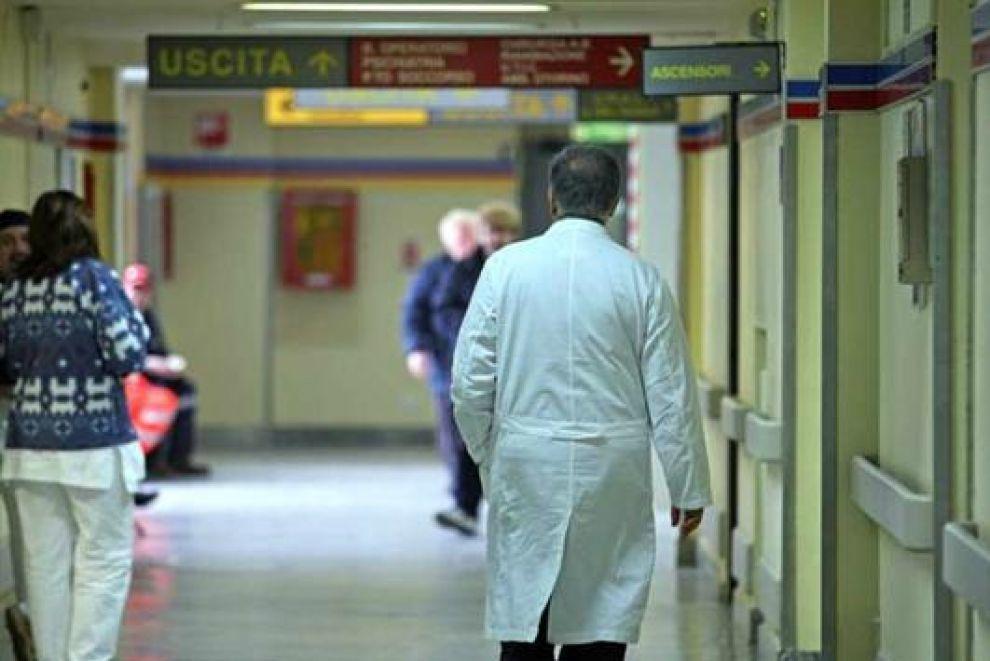 Medico arrestato farmaci furto Ravenna